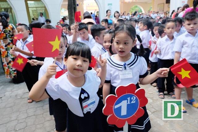 Học sinh nô nức tới trường dự Lễ khai giảng năm học mới 2018 - 2019