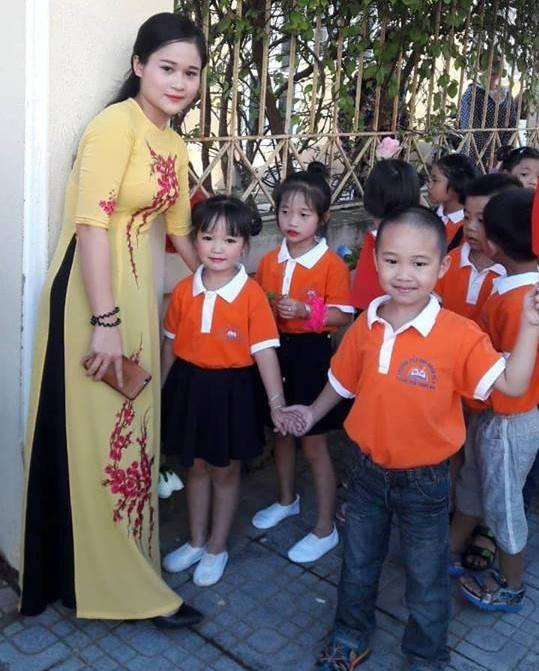 Các em học sinh lớp 1 tại TP Thanh Hóa nô nức đến trường dự lễ khai giảng. (Ảnh: Nguyễn Thùy)