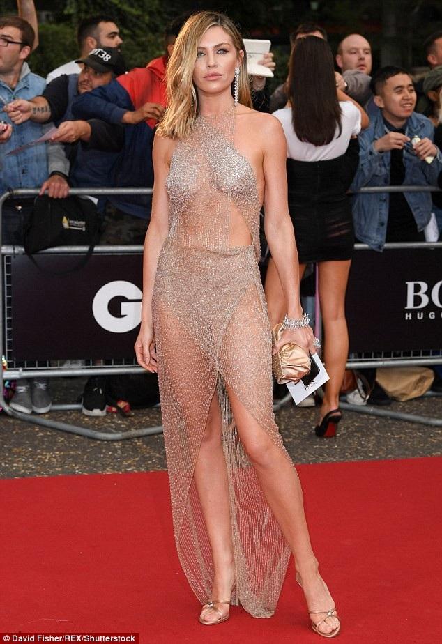 Abbey Clancy nổi bật trên thảm đỏ lễ trao giải GQ diễn ra tại London, Anh quốc ngày 5/9 vừa qua