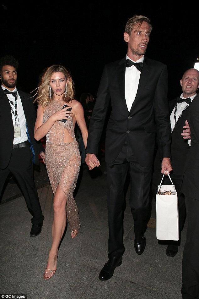 Người đẹp được chồng - cầu thủ bóng đá Peter Crouch hộ tống dự tiệc