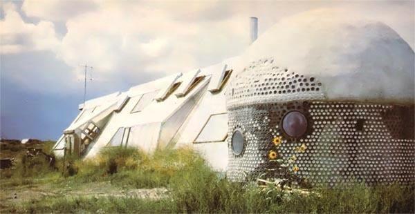 Kỳ lạ kiến trúc sư xây nhà từ... rác thải - 3