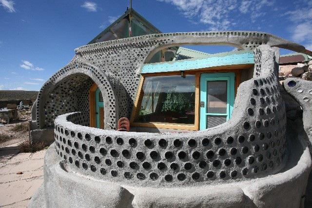 Kỳ lạ kiến trúc sư xây nhà từ... rác thải - 4