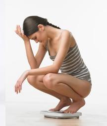 Tình trạng căng thẳng mệt mỏi kéo dài càng làm cơ thể bạn thêm gầy yếu.