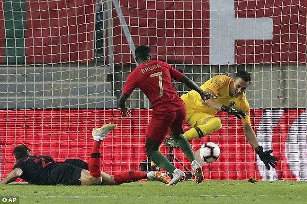 Bruma đá chính thay Cristiano Ronaldo nhưng anh không thể một lần đánh bại thủ môn Lovre Kalinic
