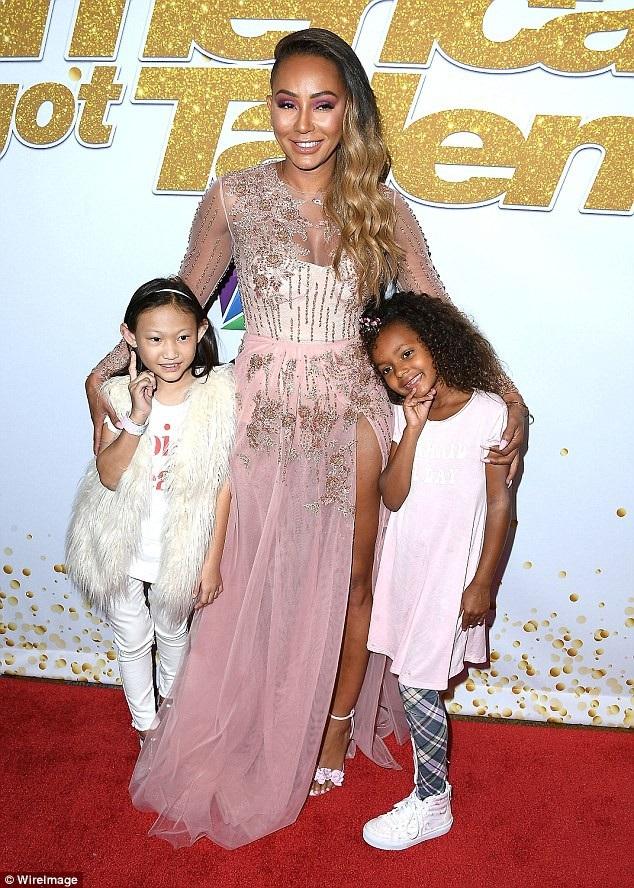 Mel B muốn nuôi và chăm sóc con gái Madison, 7 tuổi (bên phải).