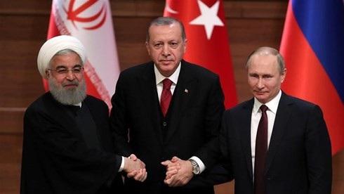 Tổng thống Iran Hassan Rouhani, Tổng thống Thổ Nhĩ Kỳ Tayyip Erdogan và Tổng thống Nga Putin trong cuộc họp báo chung tại Ankara, ngày 4/4/2018.