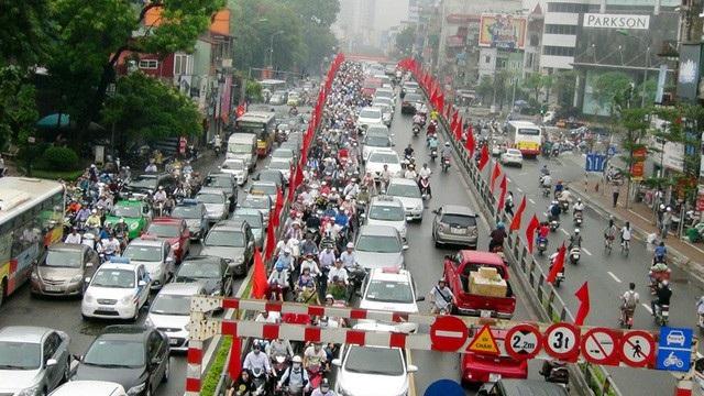 Nhiều tuyến đường của TP Hà Nội thương xuyên bị ùn tắc nghiên trọng