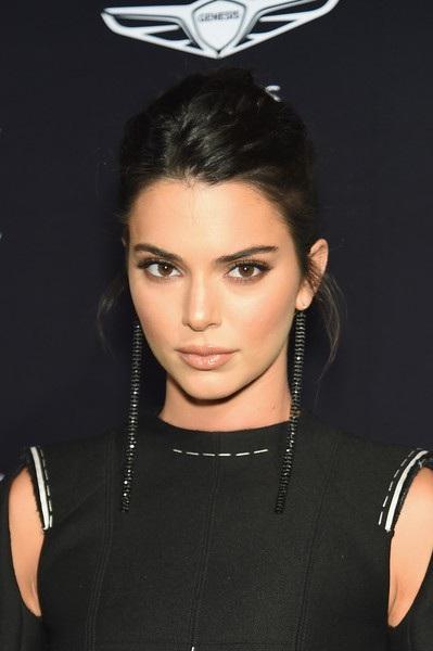 Kendall Jenner kín đáo bất ngờ trong sự kiện