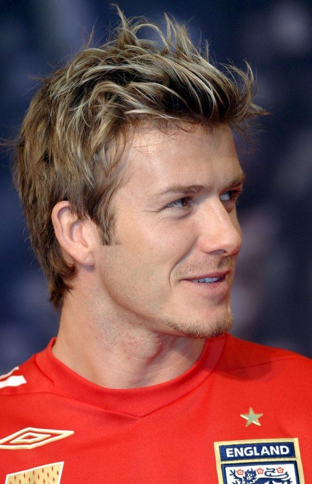 """2006: Beckham trở lại đẹp trai với mái tóc cắt gọn gàng hơn nhưng vẫn có những lọn bồng bềnh và """"highlight""""."""
