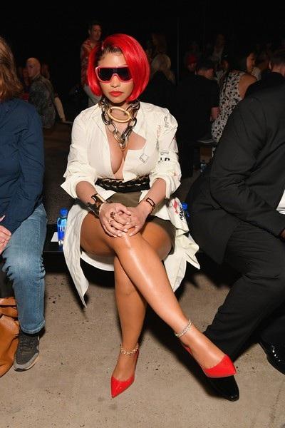 Nicki Minaj lạ lẫm với mái tóc đỏ