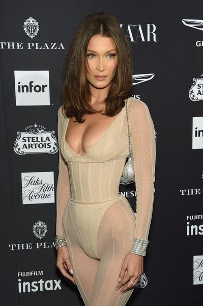 Bella Hadid dự tiệc thời trang do tạp chí Harpers BAZAAR tổ chức tại New York ngày 8/9 vừa qua
