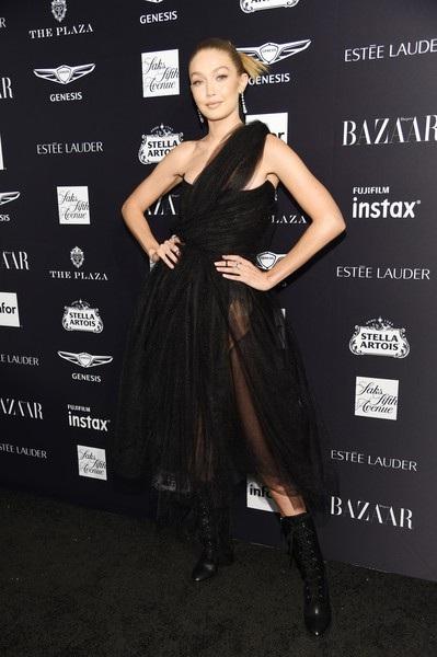 Chị gái Bella - siêu mẫu Gigi Hadid mặc như công chúa