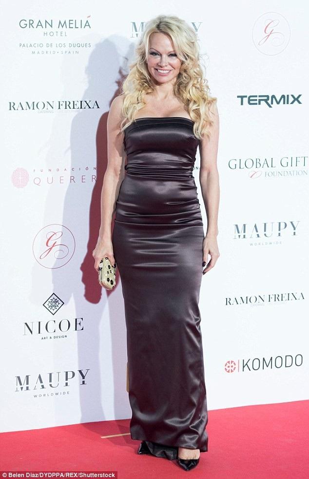 Pamela Anderson chủ động chia tay bạn trai kém 19 tuổi.