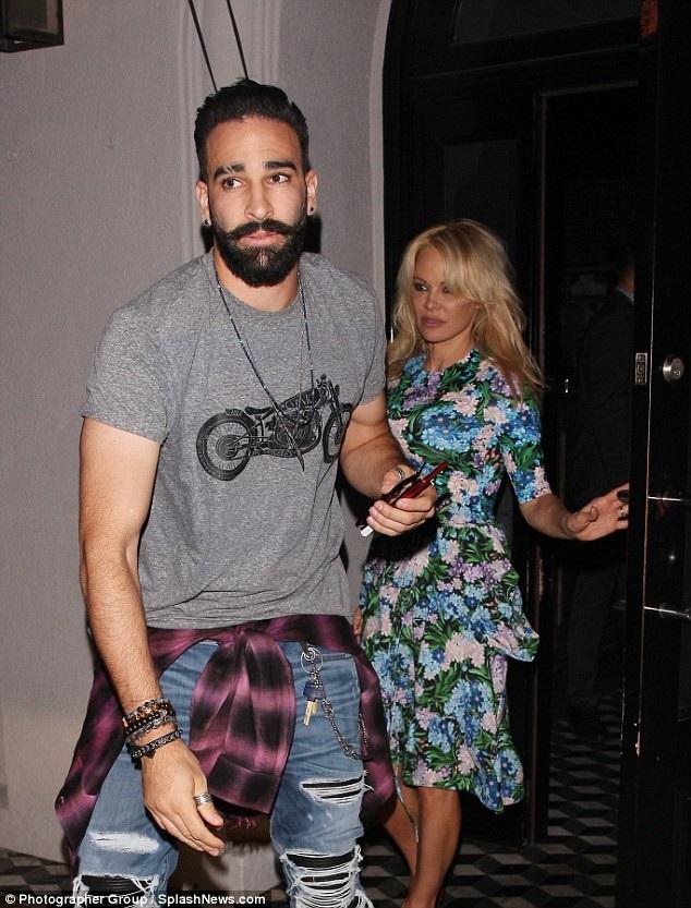Pamela Anderson và Adil Rami đã hò hẹn hơn một năm.