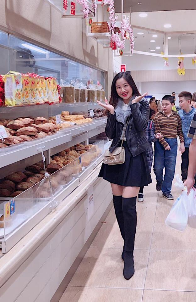 Sở hữu gương mặt xinh xắn, Trinh cũng từng có ý định tham gia một số cuộc thi nhan sắc tại trường tuy nhiên nhận thấy tài lẻ chưa có và chiều cao khiêm tốn nên Phan Trinh vẫn đang ngậm ngùi chấp nhận làm khán giả.