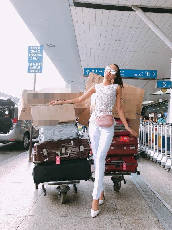 Ngoài việc cô được đào tạo, huấn luyện kỹ lưỡng bởi đội ngũ các chuyên gia có kinh nghiệm, Khả Trang cũng được chăm sóc chu đáo về việc chuẩn bị hành lý lên đường. Khối hành lý của cô đã lên tới hàng trăm kg với 10 kiện hành lý lớn cho cuộc chiến.