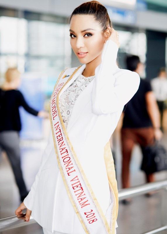 Đã chinh chiến 02 lần tại các cuộc thi Quốc tế, Khả Trang được cho là ứng viên giàu kinh nghiệm trên sàn đấu thế giới. Tuy nhiên đây là lần đầu tiên cô dự thi cuộc thi về người mẫu nên cũng rất hồi hộp và lo lắng, bởi cô biết các ứng viên là người mẫu đến từ các nước khác rất giàu kinh nghiệm.