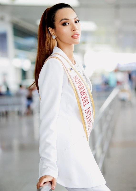 Siêu mẫu Dương Nguyễn Khả Trang đã chính thức lên đường sang Thái Lan tham dự cuộc thi Super Model Internatinonal (Siêu mẫu Quốc tế 2018).