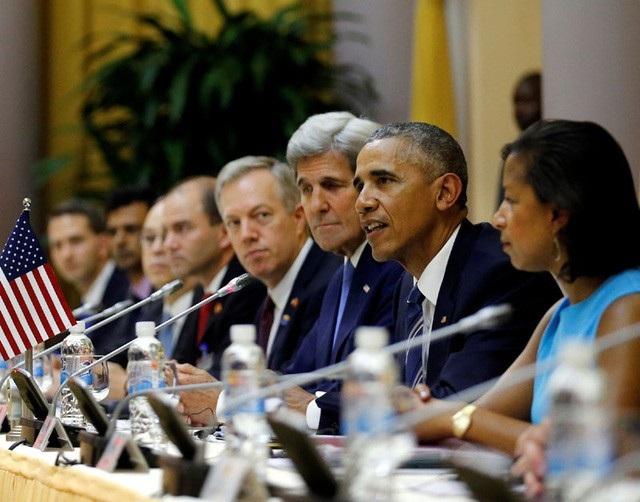 Cựu Đại sứ Ted Osius (thứ 4 từ phải sang) tham dự cuộc hội đàm giữa cựu Tổng thống Barack Obama và Chủ tịch nước Trần Đại Quang ngày 23/5/2016 (Ảnh: Reuters)