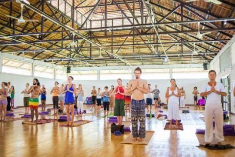Một buổi học tại lớp yoga ở trường Agama Yoga