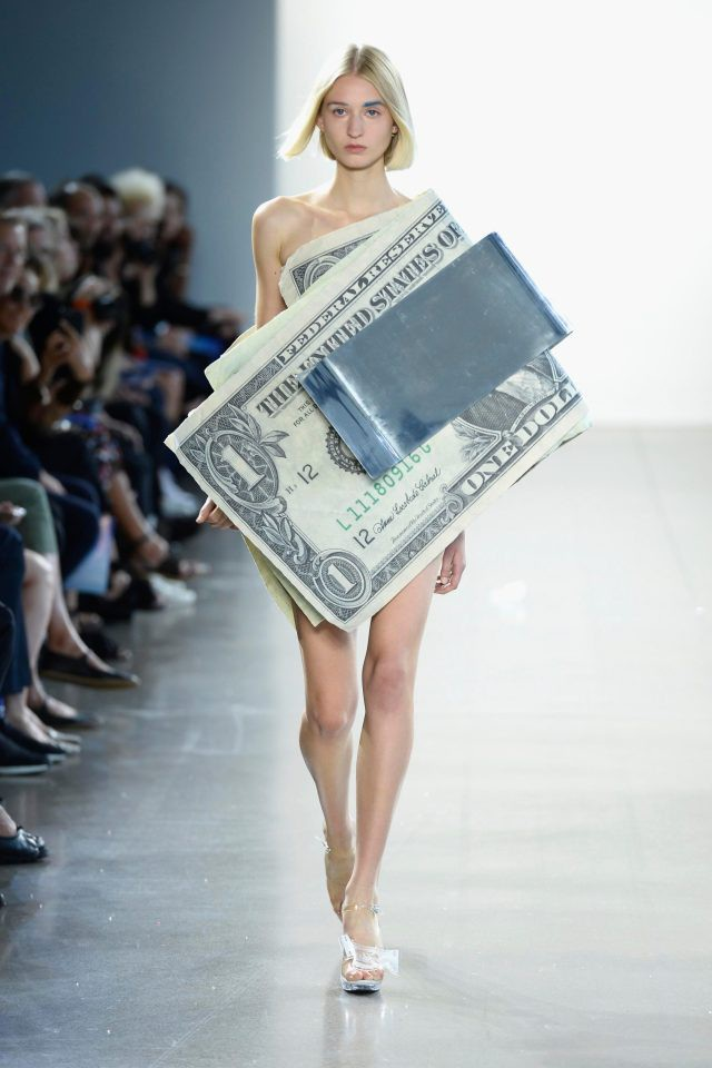 Diện mạo một... chiếc váy.
