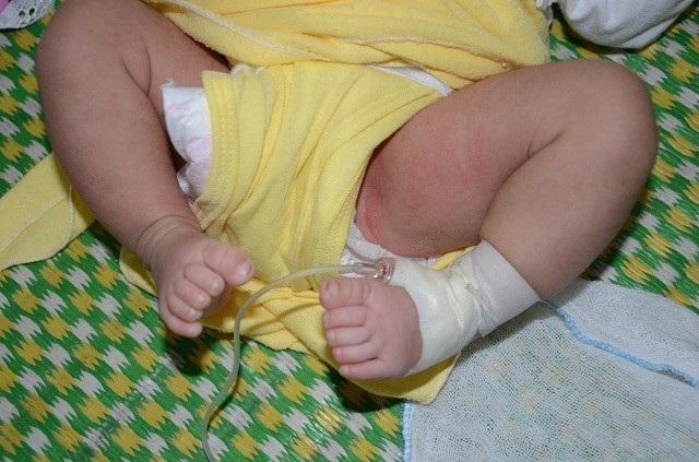 Thương 2 bé song sinh mất mẹ khi chưa đầy tháng tuổi - 5