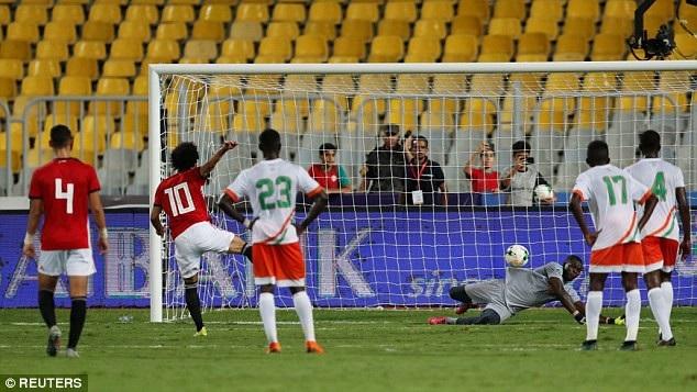 Mohamed Salah 2 lần đá hỏng phạt đền trong trận đấu với Niger