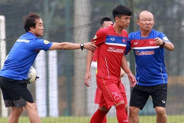 Trợ lý Lee Young Jin góp công thầm lặng vào thành công của bóng đá Việt Nam