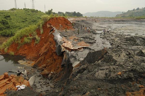 Đập chứa chất thải bị vỡ