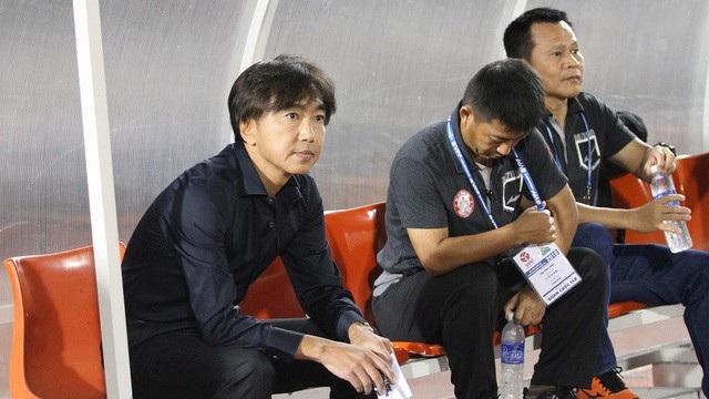HLV Miura (ngoài cùng bên trái) - ảnh: T.V