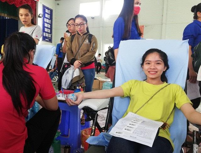 Chào mừng đại hội sinh viên, hàng trăm bạn trẻ tham gia hiến máu tình nguyện - 2