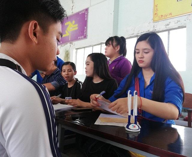Nữ sinh Huỳnh Ngọc Như để lại ấn tượng với nét duyên dáng của nữ sinh xứ Bạc Liêu.