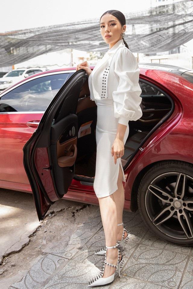 Là một trong những yêu nữ hàng hiệu của showbiz Việt, Kỳ Duyên không chịu thua kém ai ở khoản chịu chơi.
