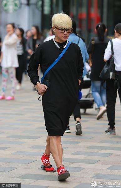 Trần Chí Bằng giờ không còn đóng phim, anh tham gia diễn kịch và thỉnh thoảng ca hát.