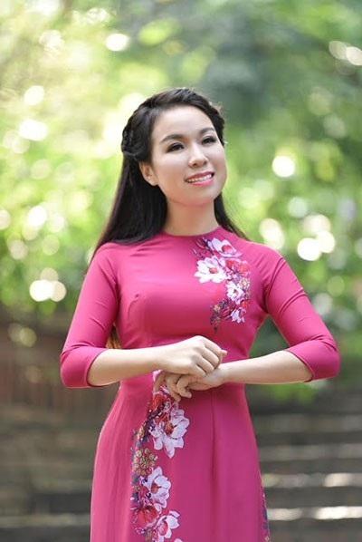 Xuất thân từ gia đình nghèo khó, Thu Hà đã vượt qua nhiều chông gai để theo đuổi con đường ca hát.