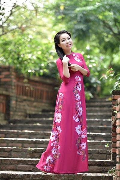 Thu Hà và người bạn thân, ca sĩ Tân Nhàn vừa cùng ra mắt album Hai quê tại Hà Nội.