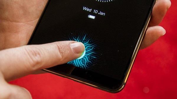 Vị trí cảm biến sẽ sáng lên khi người dùng chạm tay vào để mở khóa smartphone