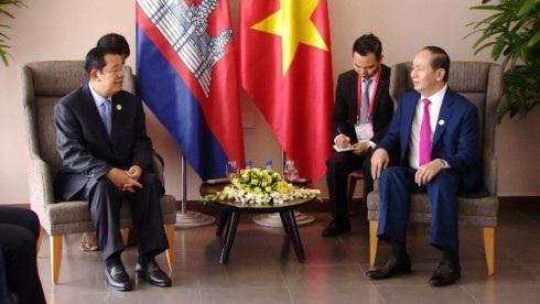 Chủ tịch nước Trần Đại Quang (bên phải ảnh) và Thủ tướng Campuchia Hun Sen (bên trái ảnh