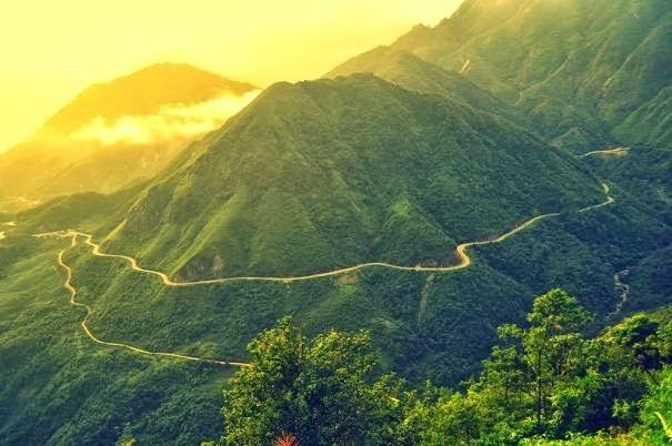 Đèo Ô Quý Hồ huyền thoại nhìn từ Cổng Trời. Ảnh: Atom Hoàng