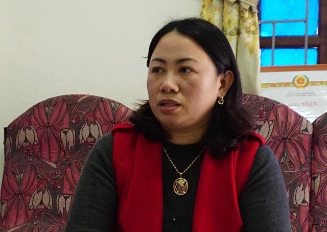 Bà Lô Thị Kim Oanh - Phó Chủ tịch Hội LHPN huyện Tương Dương: Trên địa bàn huyện có 27 trẻ đưa về từ Trung Quốc được cấp giấy khai sinh theo họ mẹ, trên thực tế có số trẻ là con lai giữa phụ nữ Việt Nam và đàn ông Trung Quốc được đưa về là khoảng 40 cháu