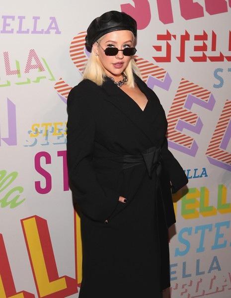Christina Aguilera bất ngờ xuất hiện trong sự kiện thời trang tổ chức tại Los Angeles, California, Mỹ ngày 17/1 vừa qua
