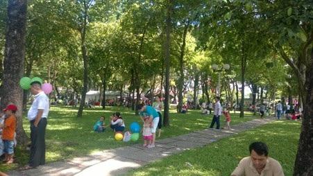 Công viên là nơi vui chơi, nghỉ ngơi nhưng lại tổ chức nhiều hoạt động mang tính thương mại
