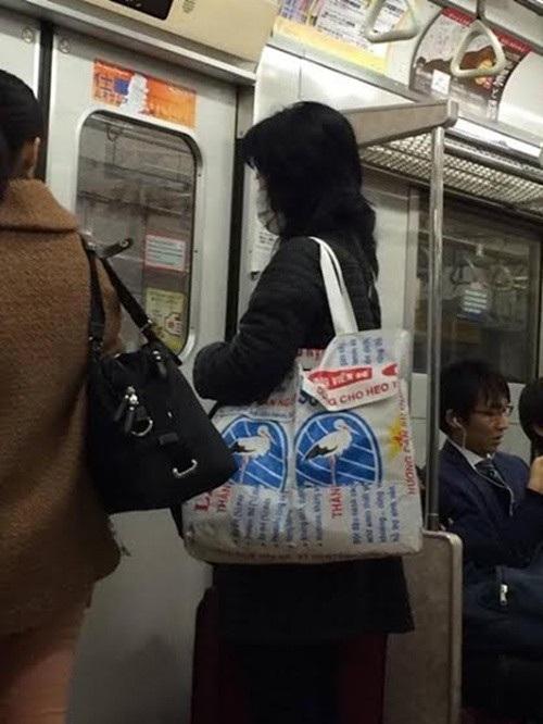 Hình ảnh quen thuộc trở thành thời trang tại Nhật