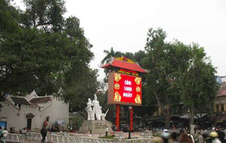 Đồng hồ đếm ngược được lắp đặt để phục vụ dịp Đại lễ 1.000 năm Thăng Long Hà Nội
