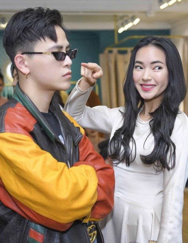 Khi xuất hiện tại Tuần lễ thời trang Seoul 2017, cặp đôi nhanh chóng lọt vào ống kính của nhiều thợ săn ảnh chuyên nghiệp và blog thời trang quốc tế. Đây có thể coi là một thành công đáng nể của cặp đôi fashionista trẻ tuổi.