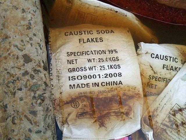Bao bì Made in China vương vãi trong nhà kho
