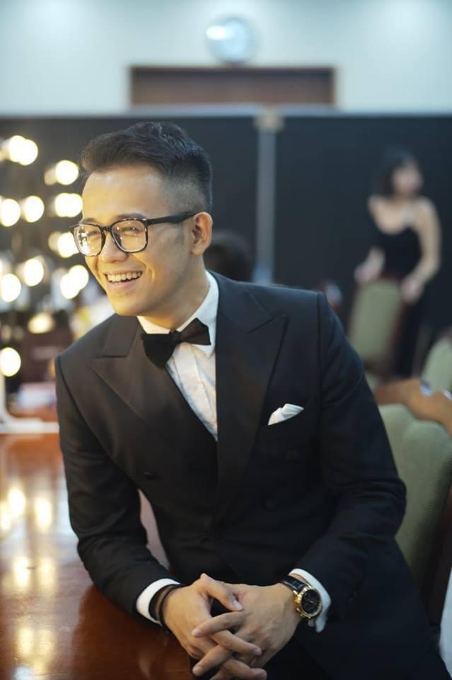 Giờ G chung kết Hoa hậu Hoàn vũ Việt Nam 2017: MC Đức Bảo hồi hộp không kém thí sinh.