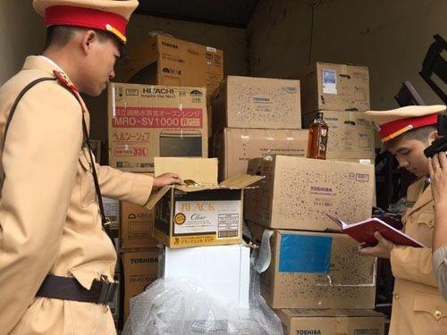 Hàng hóa không giấy tờ, không nguồn gốc bị CSGT bắt giữ khi vận chuyển trên QL1A