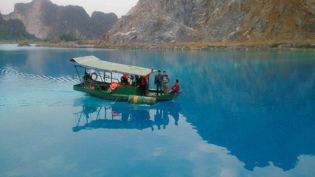 Hồ nước ở An Sơn, Hải Phòng còn được còn là Tuyệt tình cốc Việt Nam nhờ màu nước xanh ngọc đẹp mắt. Ảnh: Thu Hằng.