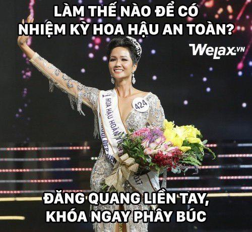 Hình ảnh đăng quang của cô ngay lập tức trở thành đề tài chế ảnh của cư dân mạng. Nhiều anh hùng bàn phím cho rằng, để tránh sự dòm ngó, khóa Facebook là lựa chọn của nhiều Hoa hậu sau đăng quang, trong đó có HHen Niê.